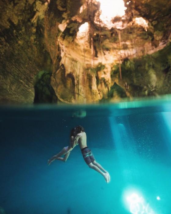 Conoce a esta popular pareja que demuestra su amor pasando las fronteras nadando
