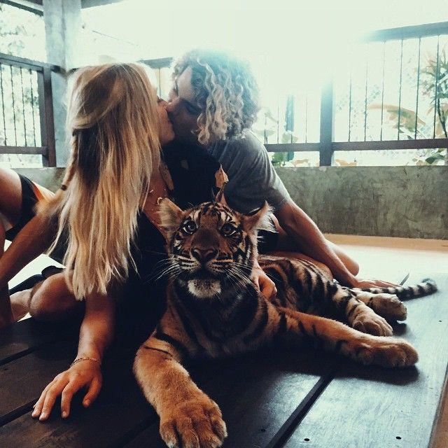 Conoce a esta popular pareja que demuestra su amor pasando las fronteras tigre