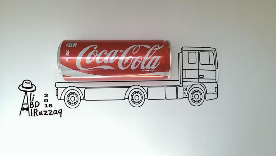 Este sujeto crea divertidas ilustraciones con objetos del día a día coca cola