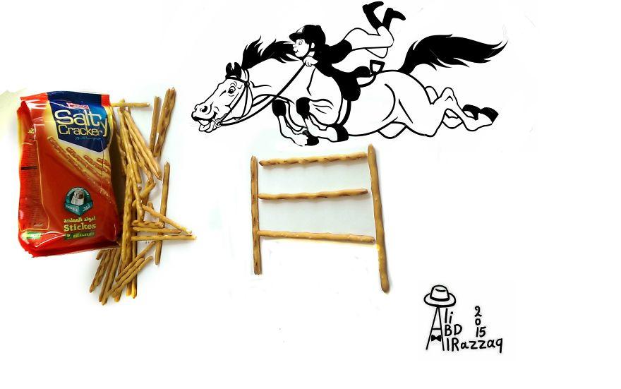 Este sujeto crea divertidas ilustraciones con objetos del día a día equitación