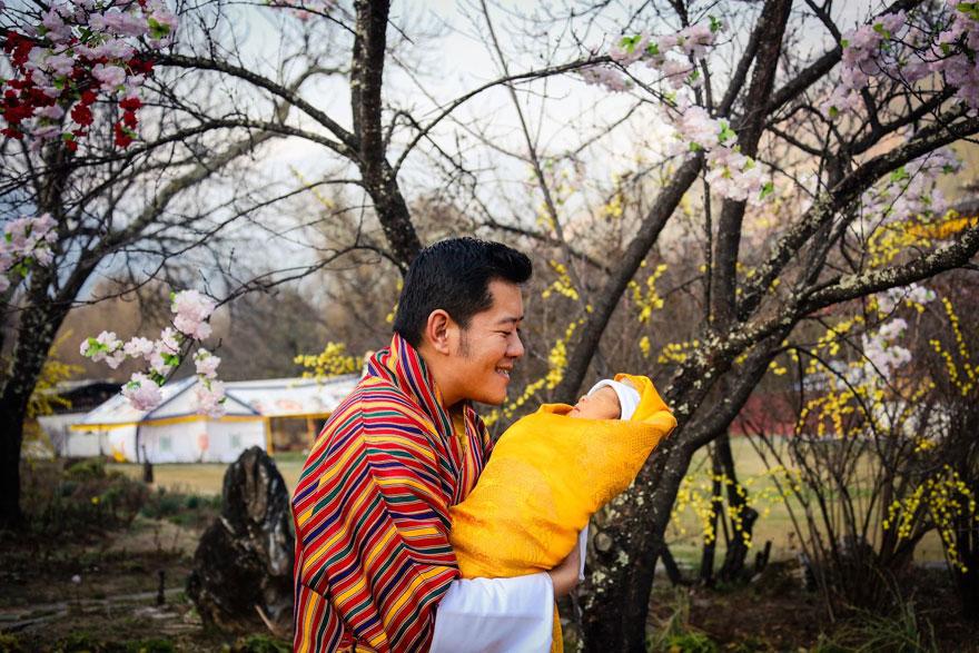 La llegada del nuevo príncipe de Bután es celebrada con 108,000 árboles plantados 01