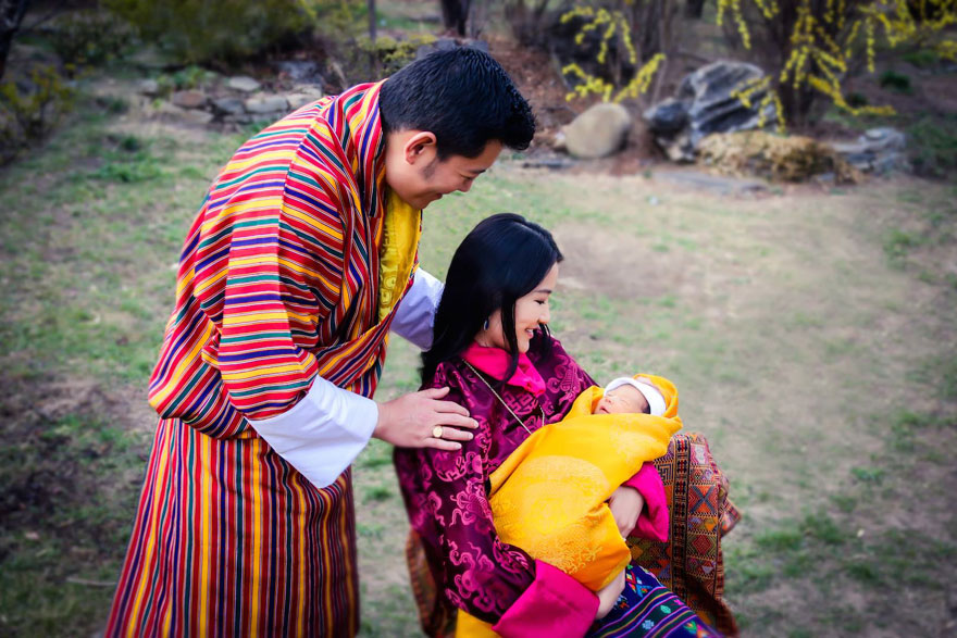 La llegada del nuevo príncipe de Bután es celebrada con 108,000 árboles plantados 04