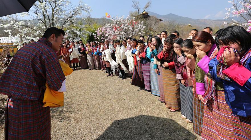La llegada del nuevo príncipe de Bután es celebrada con 108,000 árboles plantados 05