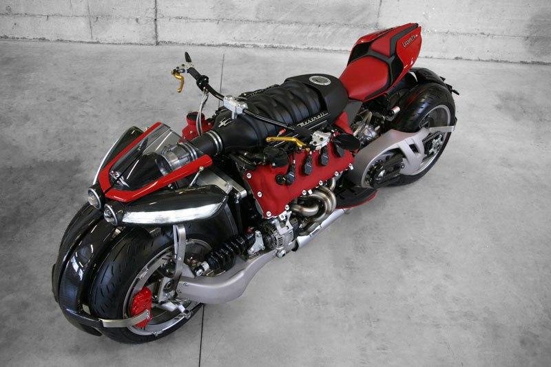 Si Batman quisiera una moto de paseo pediría esta, pero en color negro 09