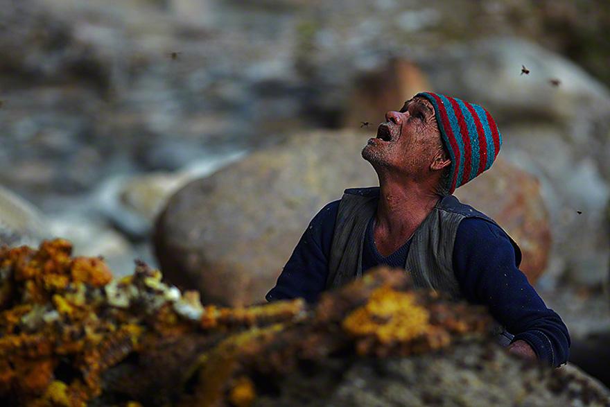 Cazadores de miel de los acantilados del Himalaya5
