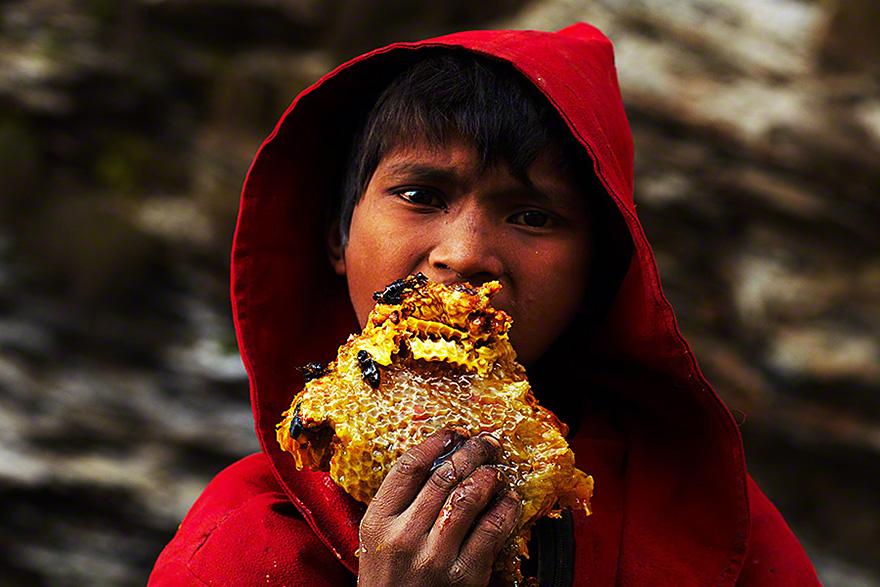 Cazadores de miel de los acantilados del Himalaya7