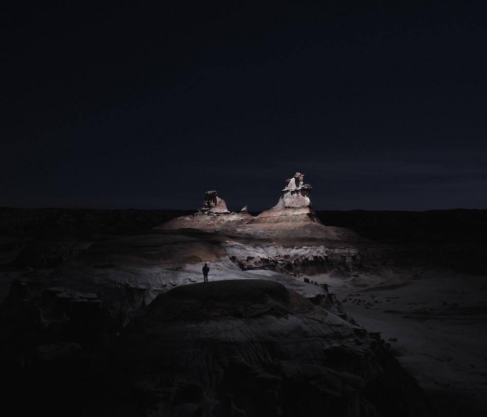 Drones fotografían e iluminan hermosos paisajes de noche2