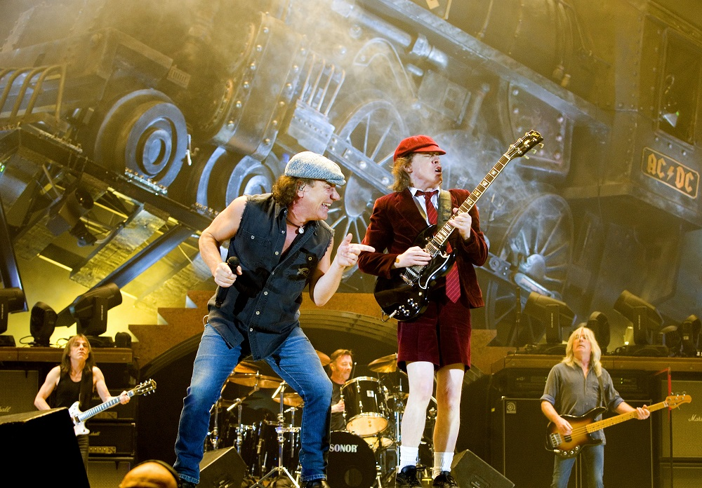 Rock band AC/DC lead guitarist Angus Young (R) and vocalist Brian Johnson perform during a concert at the Telenor Arena in Fornebu, near Oslo February 18, 2009. REUTERS/Sara Johannessen/Scanpix Norway     (NORWAY)   NO COMMERCIAL USE.  NORWAY OUT. NO COMMERCIAL OR EDITORIAL SALES IN NORWAY. NO COMMERCIAL OR BOOK SALES. - RTXBSJ1