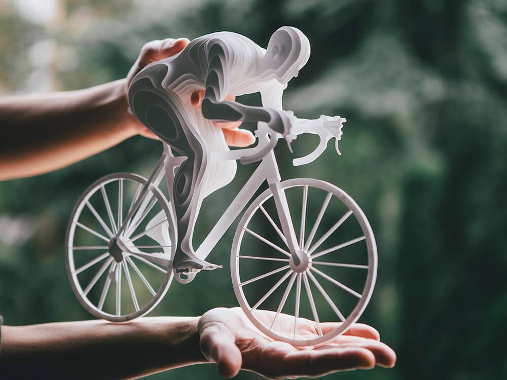 Esculturas de atletas hechas con capas de papel 1