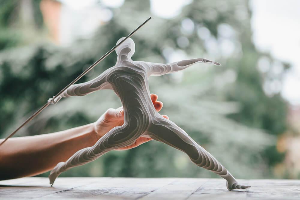 Esculturas de atletas hechas con capas de papel 4