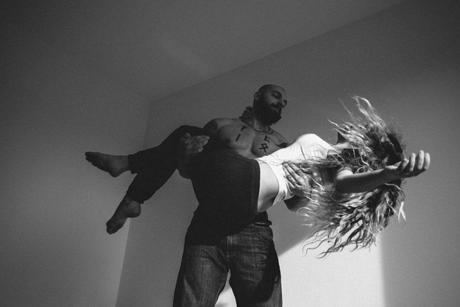 Esta fotógrafa capta de gran manera íntimos momentos de parejas enamoradas 04