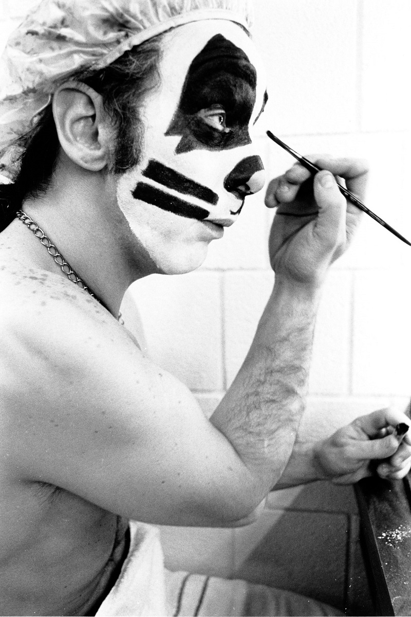 NEW YORK - CIRCA 1975:  Peter Criss backstage before a concert circa 1975 in New York City, New York. (Photo by Waring Abbott/Michael Ochs Archives/Getty Images)