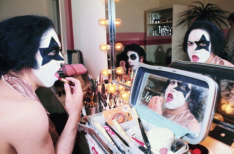 NEW YORK - APRIL 24:  Rhythm guitarist and co-lead singer Paul Stanley (L and R) and drummer Peter Criss (C, in mirror) of American hard rock band KISS at Make Up Center on April 24, 1974 in New York City.  (Photo by Waring Abbott/Getty Images)