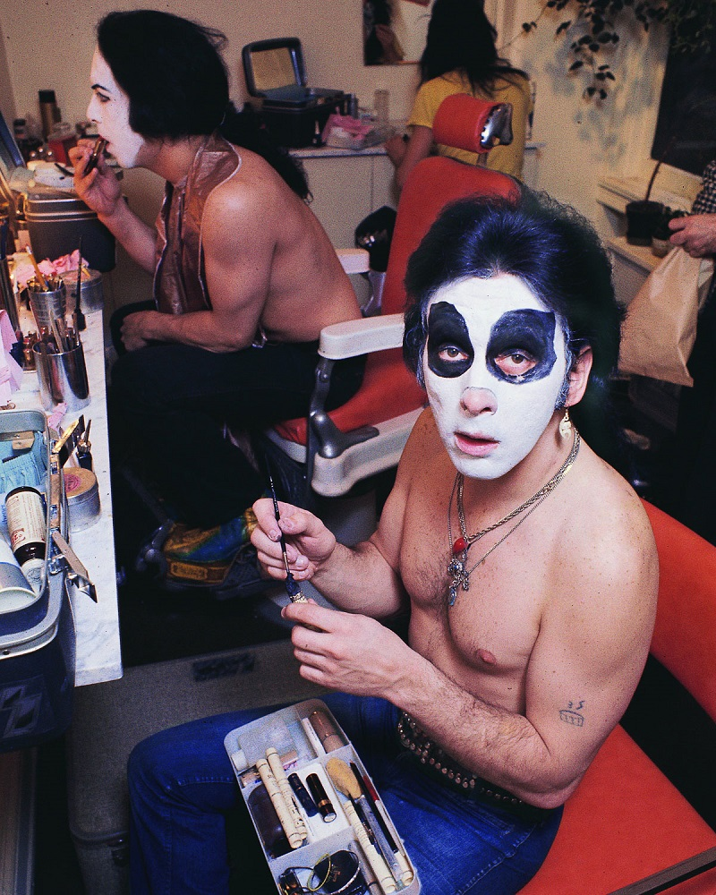 NEW YORK - APRIL 24:  Rhythm guitarist and co-lead singer Paul Stanley (L) and drummer Peter Criss (R) of American hard rock band KISS at Make Up Center on April 24, 1974 in New York City.  (Photo by Waring Abbott/Getty Images)