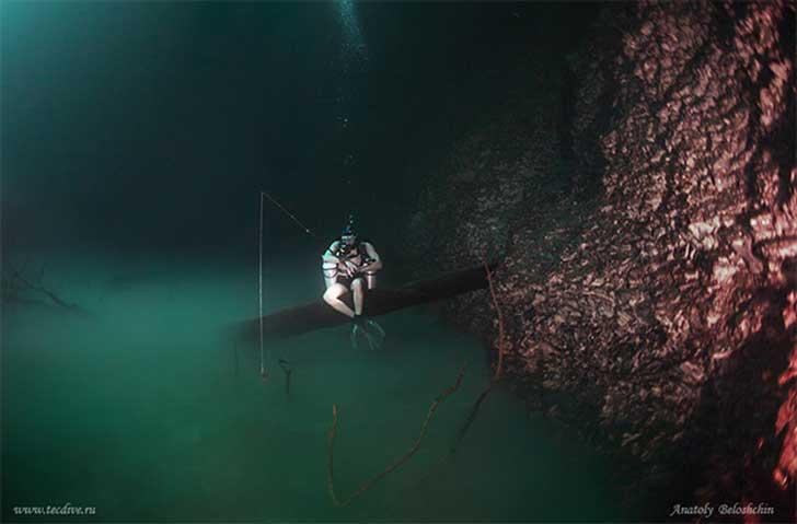 Surreal río bajo el mar3