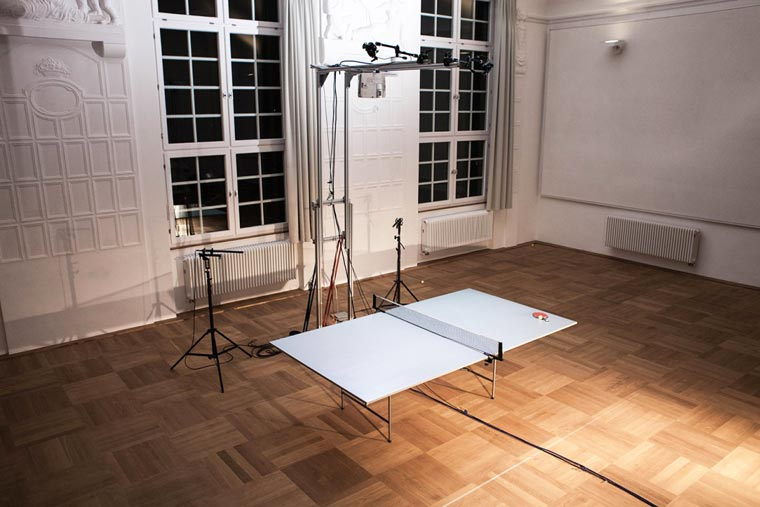 Una mesa de ping pong interactiva que enseña cómo mejorar tus habilidades 03