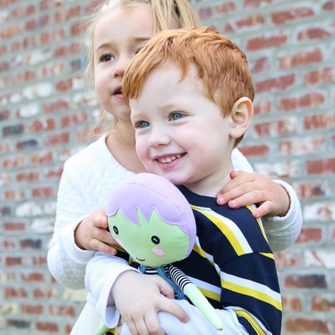 comprando una muñeca regalas otras a los mas necesitados 1