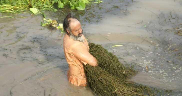 el hombre que limpio todo un rio con sus propia manos
