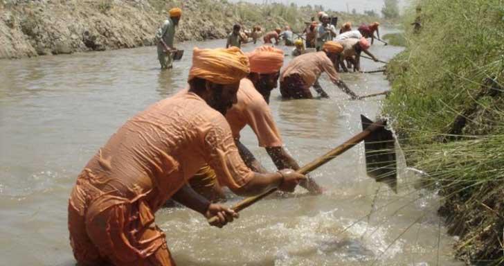 el hombre que limpio todo un rio con sus propia manos4