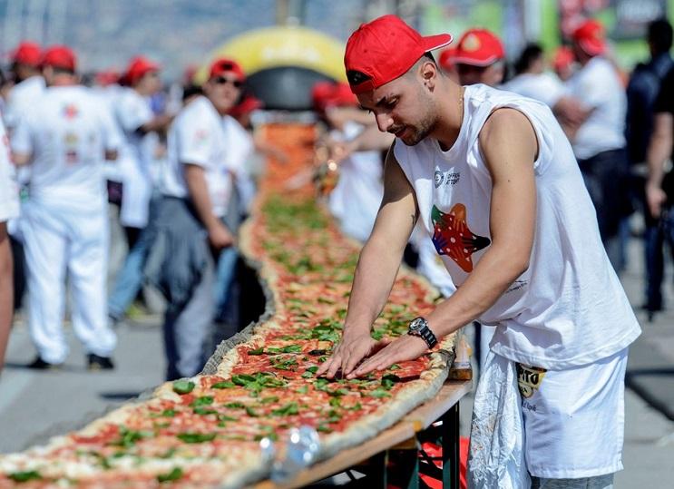 Con ganas de una pizza Qué tal esta de 1.8 km de largo 02