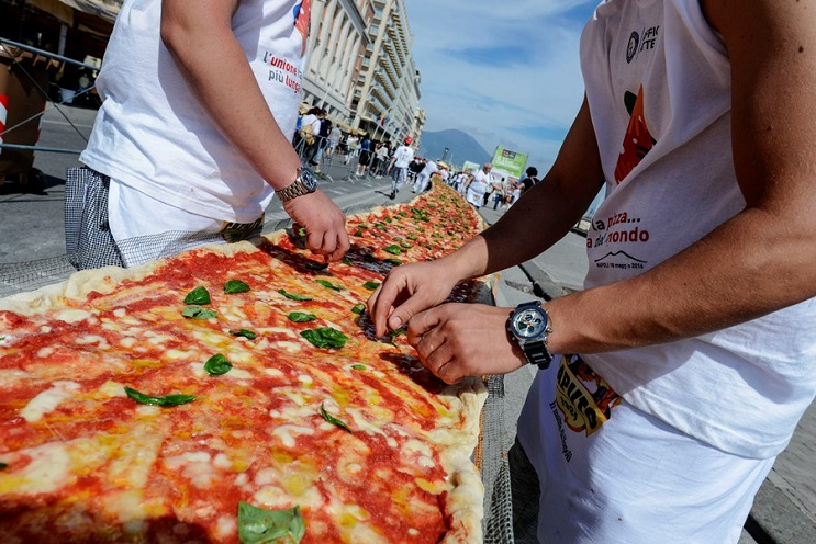 Con ganas de una pizza Qué tal esta de 1.8 km de largo 03
