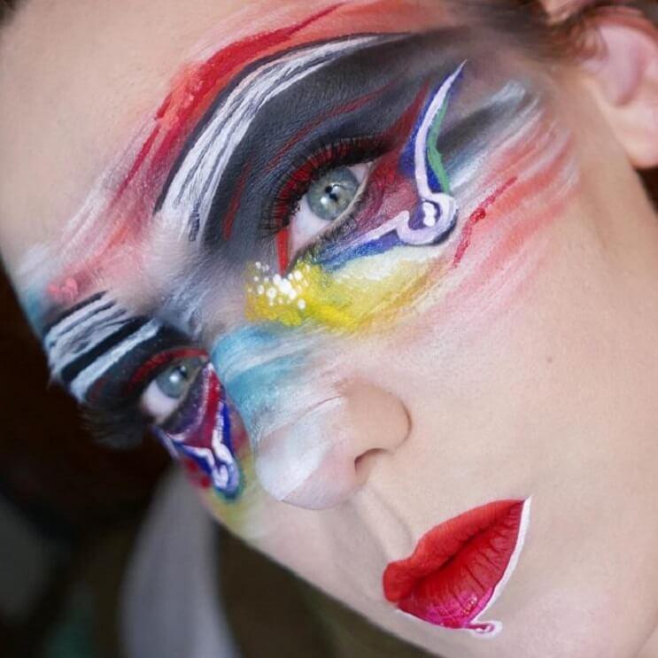 Esta-artista-recrea-obras-de-arte-usando-su-rostro-como-lienzo-02-1