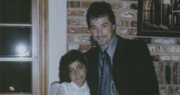 Este doctor se llevó a esta niña a su casa tras operarla. No creerán el cambio 05
