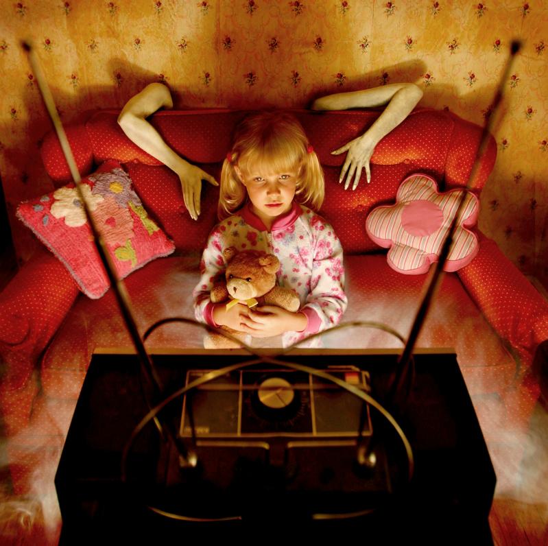 Este fotógrafo convirtió a sus hijas en protagonistas de películas de terror 07