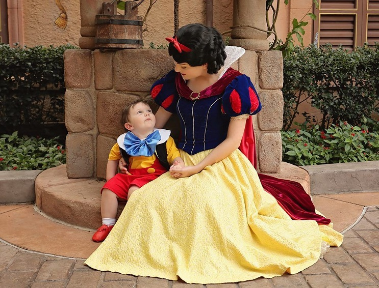 Este niño autista de 2 años de edad se enamoró de Blanca Nieves a primera vista 02
