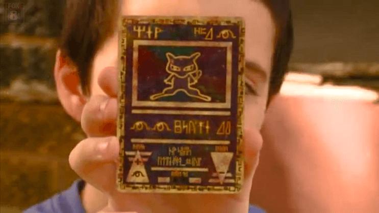 Este oficial repuso las tarjetas de Pokémon que le habían robado a este niño con las de su propia colección 03