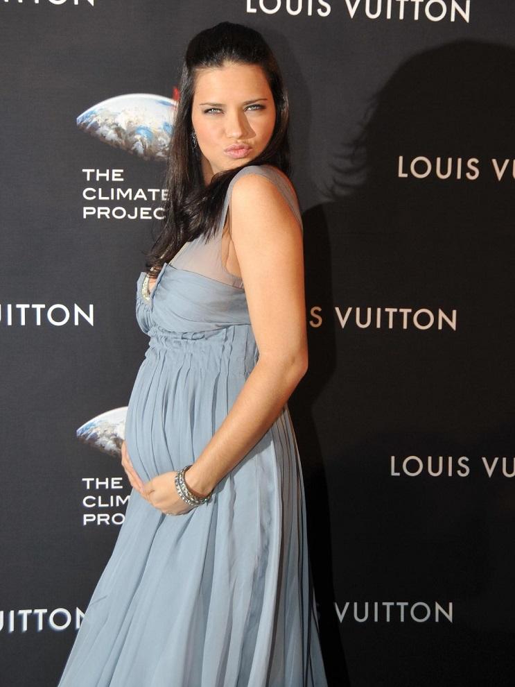 Las 15 mujeres famosas a las que les asentó bien el embarazo 19