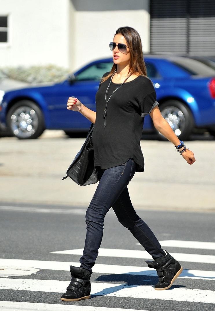 Las 15 mujeres famosas a las que les asentó bien el embarazo 26