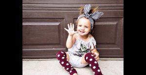 Marca de ropa de las Kardashian publica foto de una niña con parálisis cerebral y miren lo que pasó