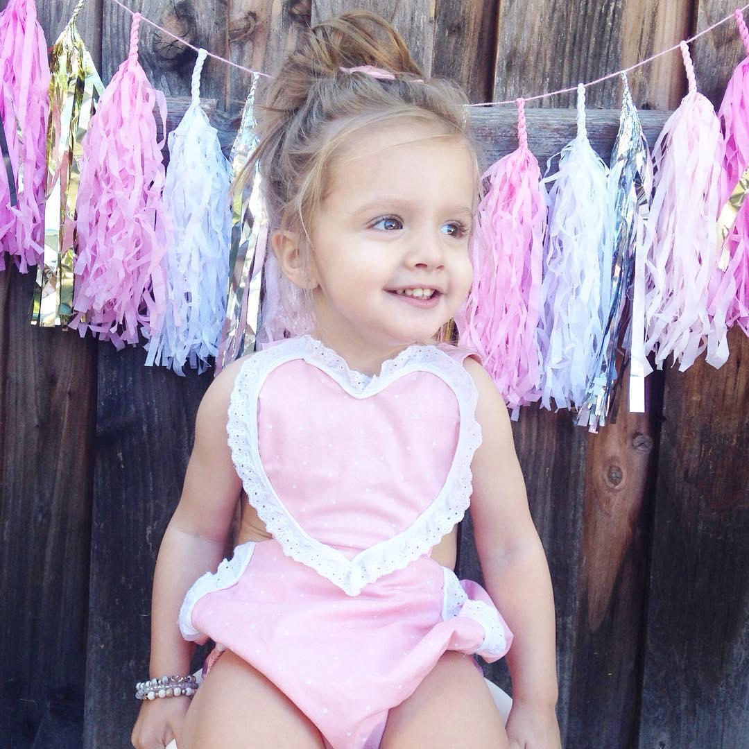 Marca de ropa de las Kardashian publica foto de una niña con parálisis cerebral y miren lo que pasó 01