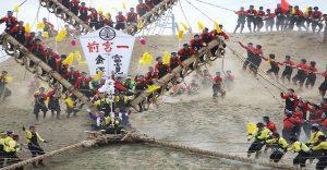 Un festival en Japón donde el riesgo está presente en cada paso