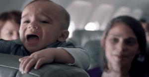 ¿Qué hacer cuando tu bebé empieza a llorar en pleno avión? JetBlue tiene la solución