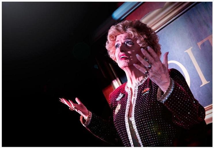 conoce a la drag queen más vieja del mundo 7
