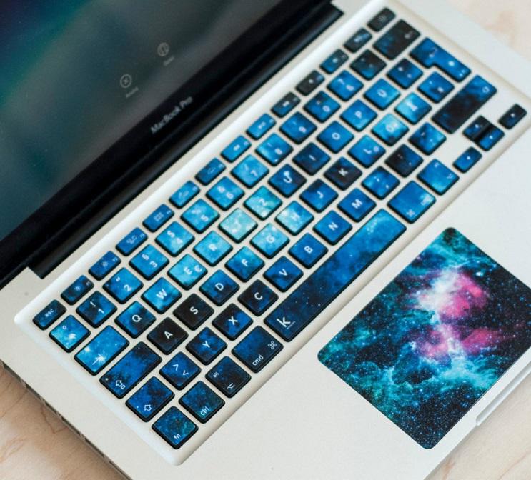 Con estos stickers podrás convertir tu laptop en una obra de arte 4