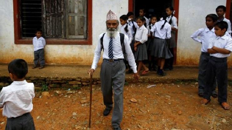 Conoce la ejemplar historia del hombre que decidió terminar la escuela a los 68 años 01
