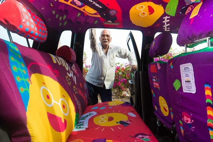 Descubre que llevó a este hombre de 75 años a dejar su trabajo y convertirse en taxista 03