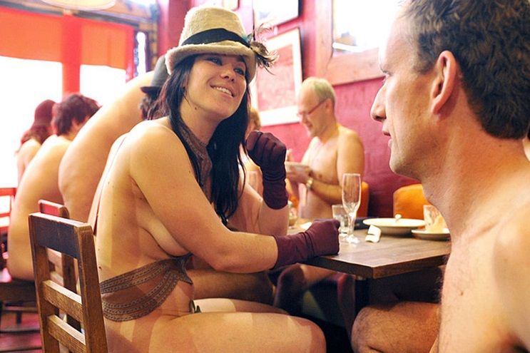 El principal requisito para ingresar a este restaurante es estar desnudo - The Bunyadi 10