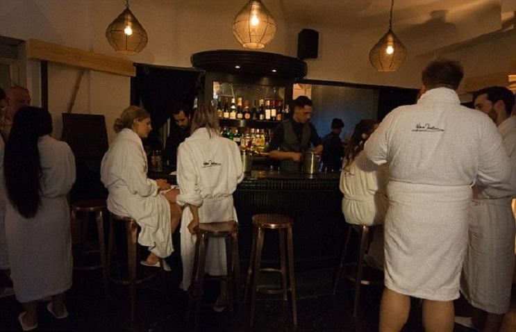 El principal requisito para ingresar a este restaurante es estar desnudo - The Bunyadi 4