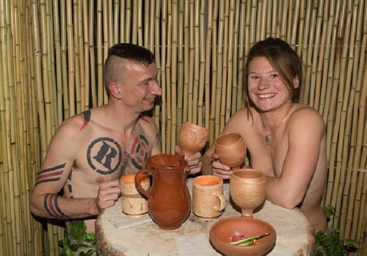 El principal requisito para ingresar a este restaurante es estar desnudo - The Bunyadi 6
