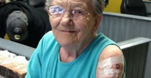 Esta abuela de 79 años huyó del asilo para hacerse su primer tatuaje