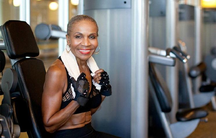 Esta abuela físico culturista acaba de celebrar 80 años llenos de vida y salud 04
