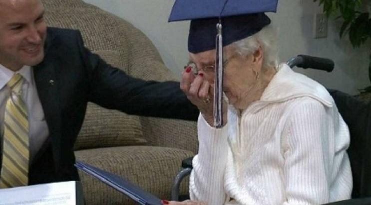 Esta anciana recibió su título escolar a los 97 años. Nunca es tarde seguir tus sueños 01