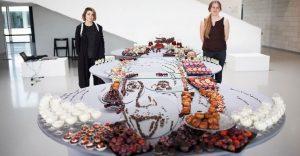 Esta forma de presentar comida muestra a personajes desde un solo ángulo