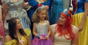 Esta niña fue adoptada y la ceremonia estuvo llena de magia y color
