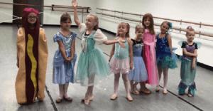 Esta niña tenía que ir vestida de princesa. Su disfraz a todos conquistó el corazón