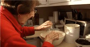 Esta receta de hace 100 años es recreada por esta abuela y se vuelve viral
